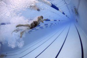 水泳をしている写真