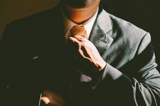 スーツを着ている人の写真